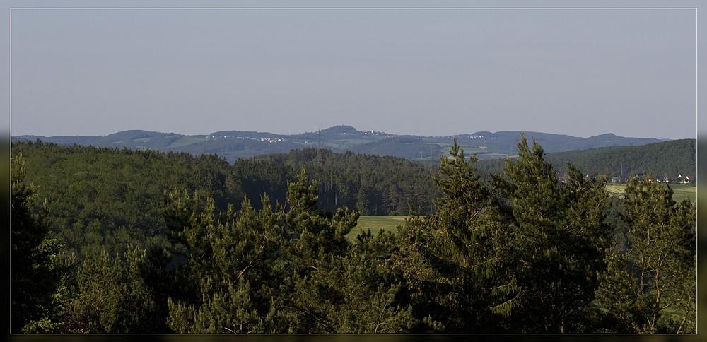 http://www.foto-dfg.de/images/WZ/2012/Eifel2/20120526%205537%20am%20Hoenselberg_s.jpg